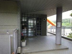 テニスクラブ玄関
